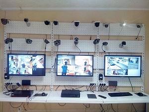 Установка видеонаблюдения в Саратове демостенды в офисе